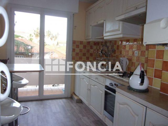 appartement 3 pi ces vendre hyeres 83400 60 7 m2 foncia. Black Bedroom Furniture Sets. Home Design Ideas