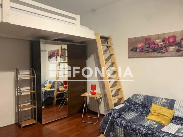 Appartement meubl 1 pi ce louer paris 18 me 75018 for Appartement a louer meuble paris