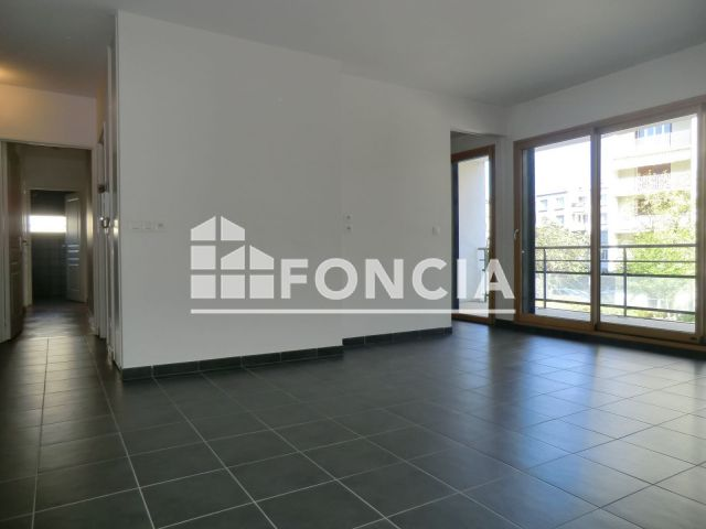 Appartement 3 pi ces louer grenoble 38000 m2 for Location appartement design grenoble