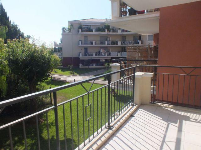 Achat immobilier saint laurent du var 06700 foncia for Piscine 06700