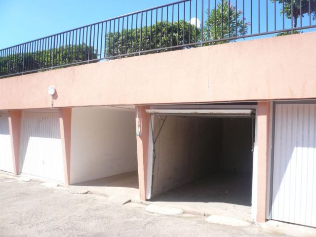 Achat parking herault 34 foncia page 2 for Piscine naturiste montpellier