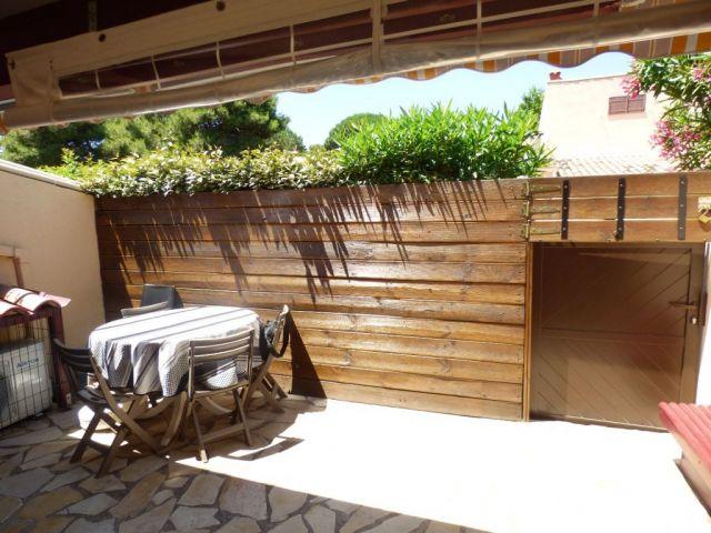 achat maison avec parking garage box le cap d agde 34300 foncia. Black Bedroom Furniture Sets. Home Design Ideas