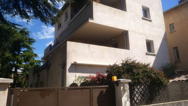 Location appartement guilherand granges 07500 foncia for Piscine 07500