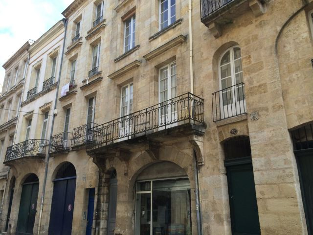 Location appartement bordeaux 33 foncia for Location appartement bordeaux 40m2