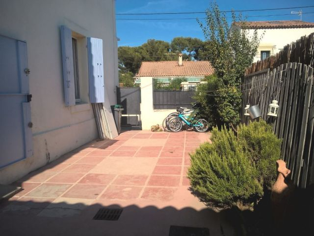 Location maison marseille 12 me 13012 foncia for Garage a louer marseille 13012