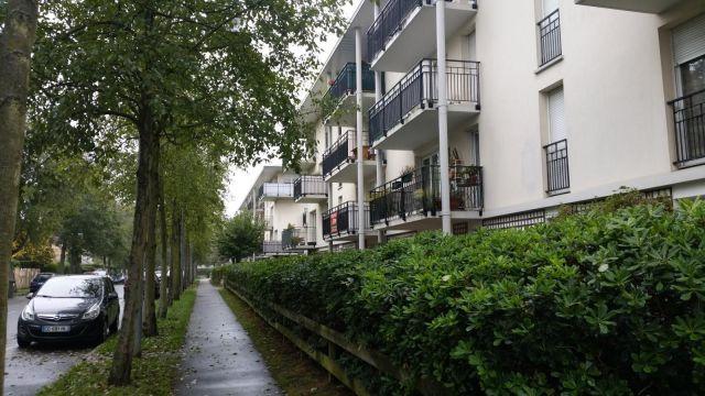 Location immobili re sainte genevieve des bois 91700 for Piscine 91700
