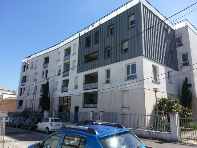 Location appartement avec parking garage box lormont for Garage box a louer nantes