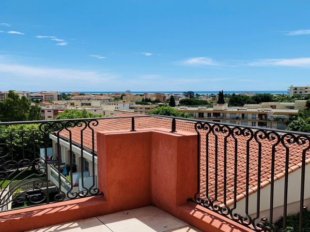 Location Appartement CagnesSurMer   Foncia